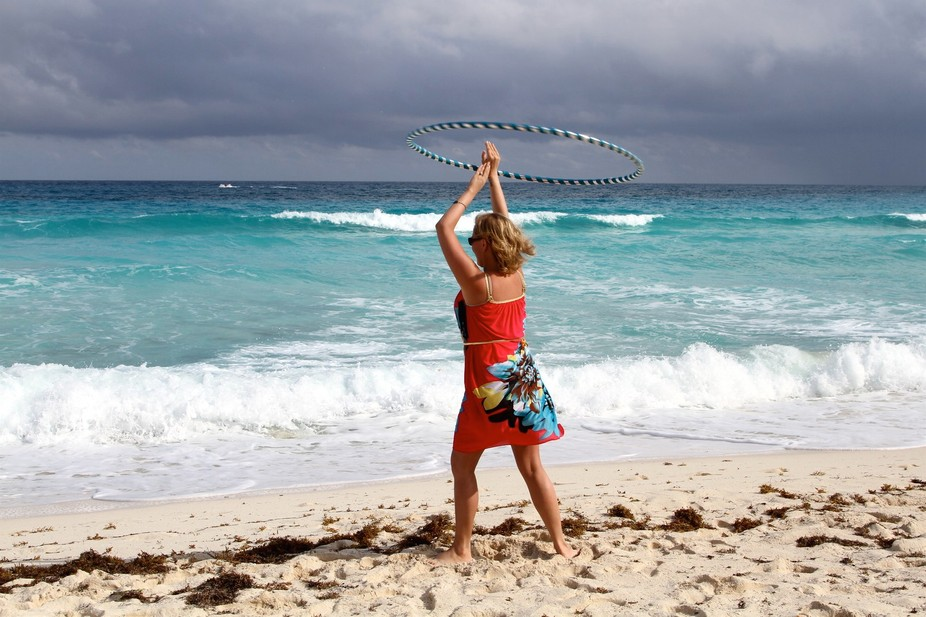 My hoop416 campaign in Cancun...I had some fun dancing with my hulahoop near the ocean!