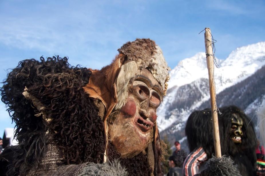 C'est dans la vallée préservée du Lötschental, que les mystérieux Tschäggättä déferlen...