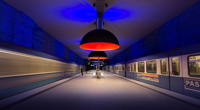 Sliding Doors by andreacelli - Metro Stations Photo Contest