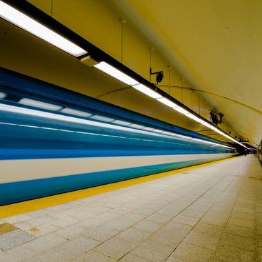 Metro - Square Victoria