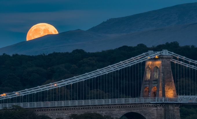 'Blood Moonrise' by kriswilliams - Clever Angles Photo Contest