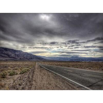 #deathvalley #deathvalleynationalpark #road #roadtrip #mountains #amazing #g