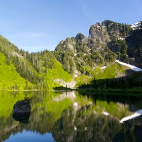 One of the first hikes I did in Washington shortly after arriving for my job was a short 4-mile day hike to Heather Lake. I actually hadn't ...