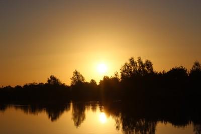 Sunrise at Fennes Estate Lake