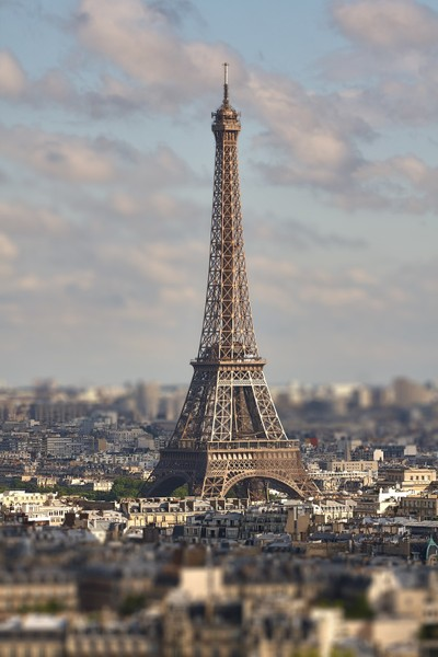 View of the Eiffel Tower with a bird's-eye view. Tilt-Shift effect