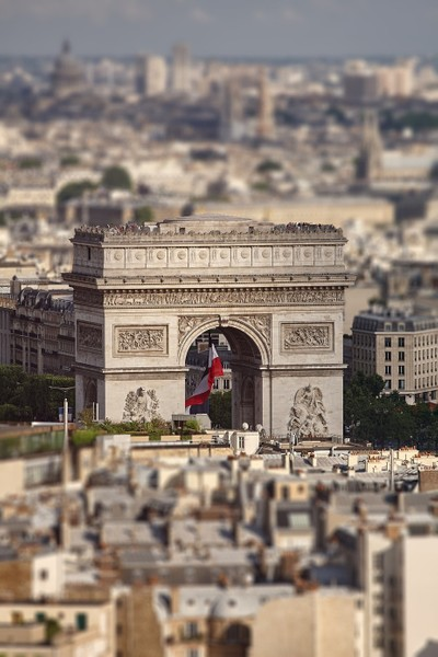 View of a triumphal arch with a bird's-eye view. Tilt-Shift effect