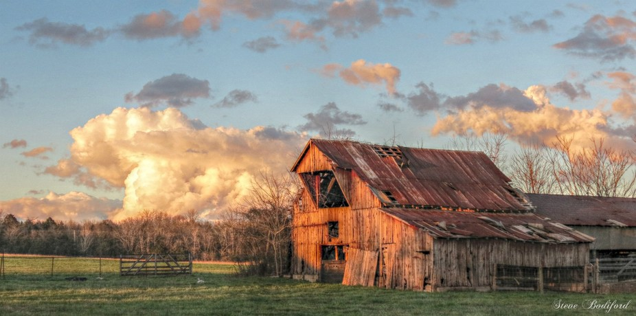 Always a sunset at this barn's old door.