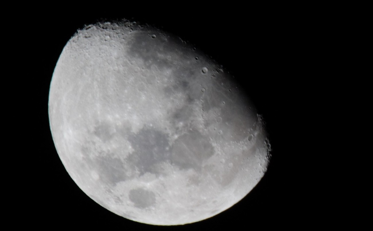 A friend posted  photo of the Moon and inspired me to give it a try using my 150/600.
