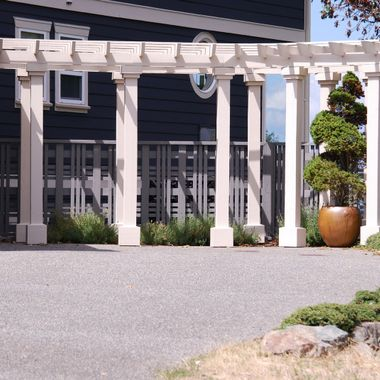 CREAM COLOURED COLUMNS in Nanaimo, BC 2015 July