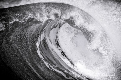 Black & White Wave