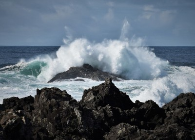 Waves Ucluelet BC