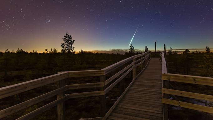 Shooting star by Harri - Fences Photo Contest