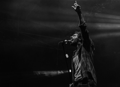 Singer black and white