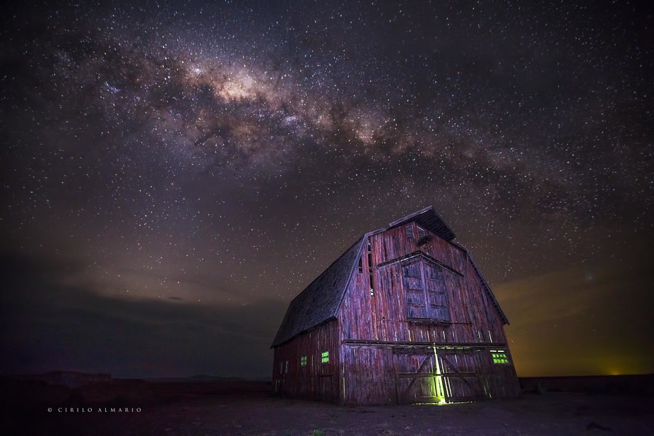 """'In a paddock on """"Umagarlee"""" near Breeza an American style barn is all that remains ..."""