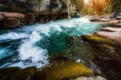 Fast-river-in-Jasper