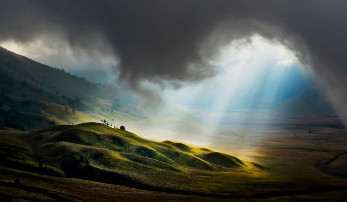 Light From Heaven by pimpin_nagawan - Sweeping Landscapes Photo Contest
