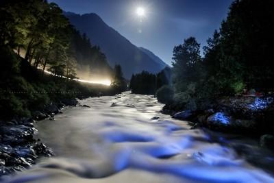 The falling moon
