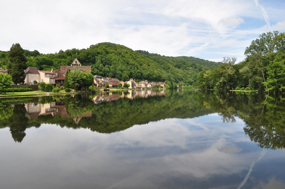 Perfect reflections in Beaumont sur Dordogne