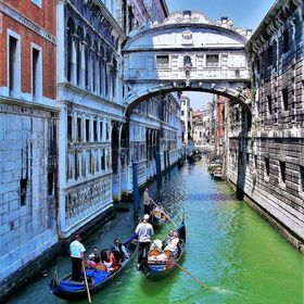 Travel Through The Streets Of Venice.