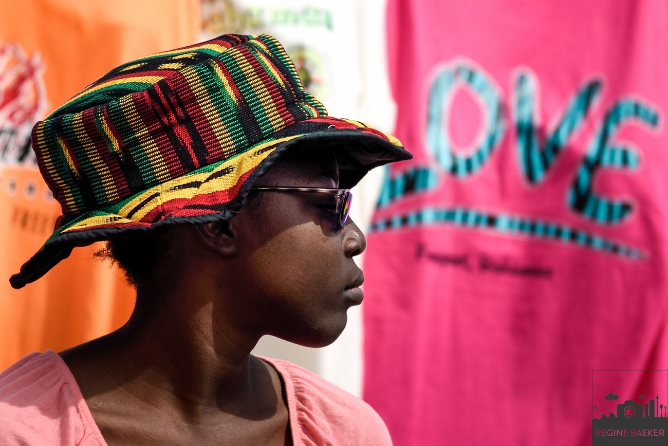 colorful women at the Bahamas-marketplace in Freeport