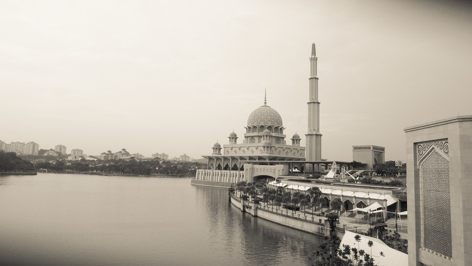 I walked for quite a distance along the pedestrian lane around the Putrajaya lake and of course, ...