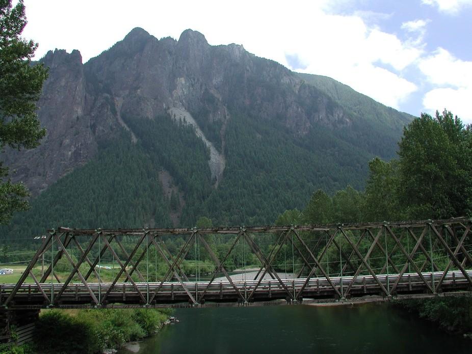 Mount Si and old bridge