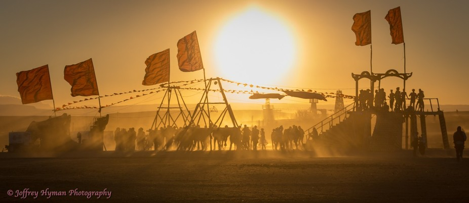 A beautiful yet dusty sunset at Afrikaburn i the Tankwa desert in the Karoo.