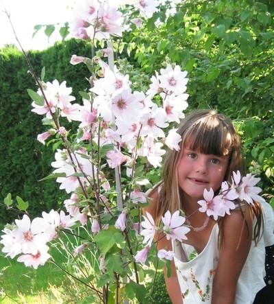 Leora&Flower-2012