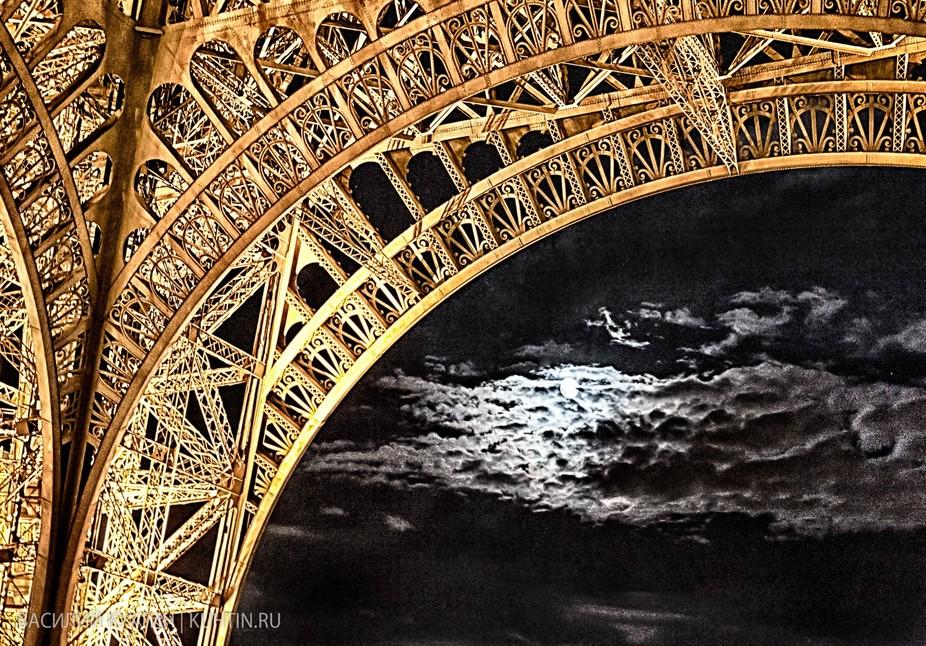 Full moon over tower. Paris.