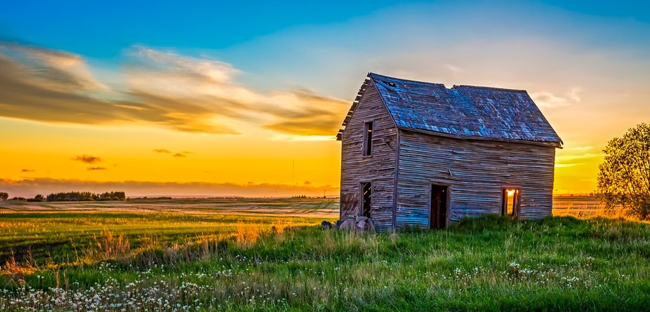 Prairie barn in sunset