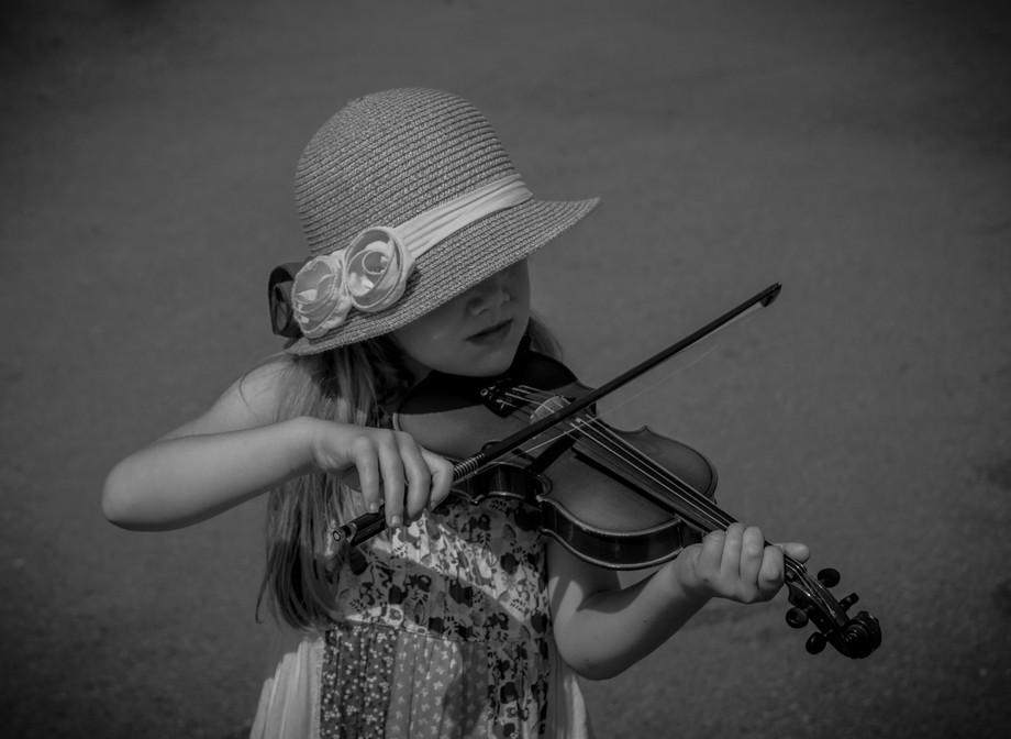 B&W Girl Violin