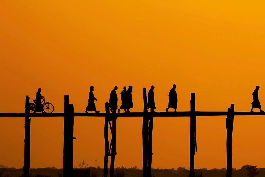 The last walk of the day- daily life on the U-bain bridge of Mayanmar( birmanie)   The longest Te...