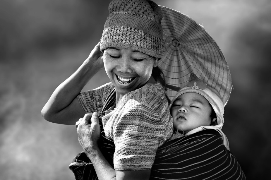 This mother was very happy when your child is asleep.Photo taken on 24.03.2014 in Daklak province...
