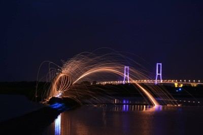 Steel wool near the bridge