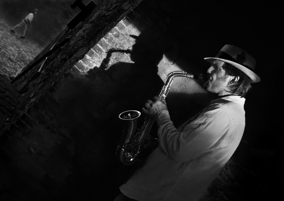 I met a street musician, serendipitously, in Savannah, GA.  I loved his look and so I tipped him ...