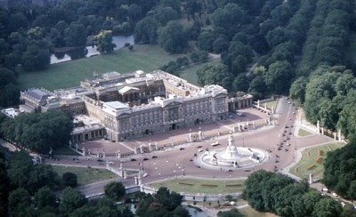 Buckingham Palace, Victoria Memorial and gardens