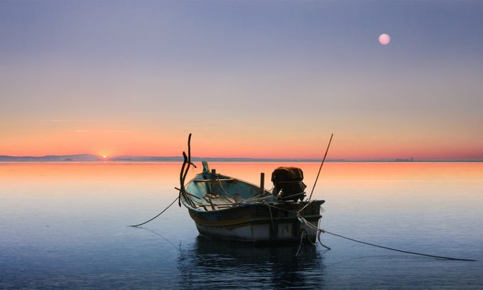 between sun and the moon by joecas - Color Theory Photo Contest