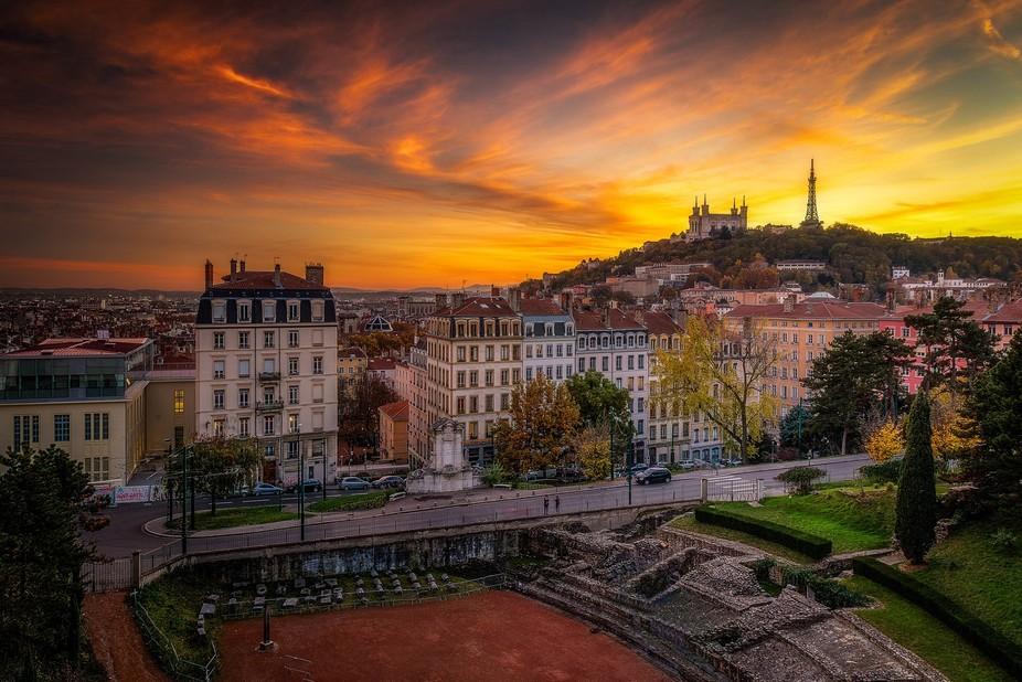 Coucher de soleil sur Lyon et la colline de Fourvière. Ce soir-là, nous avons eu TOUTES les cou...