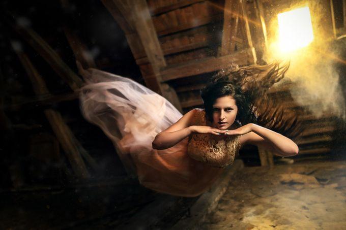 Renča by Kenji - The Art Of Levitation Photo Contest