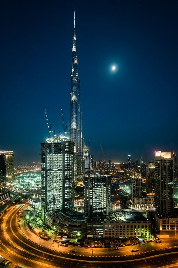 Burj Khalifa Moon Rise by MikeW - The Moonlight Photo Contest