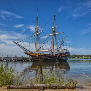 The Maryland Dova is a re-creation/replica of a late 17th century English trading ship, one of two ships which made up the first expedition from England to the Province of Maryland