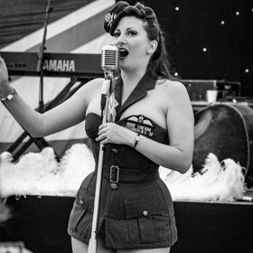 An American forces entertainment show girl at the War and Peace show