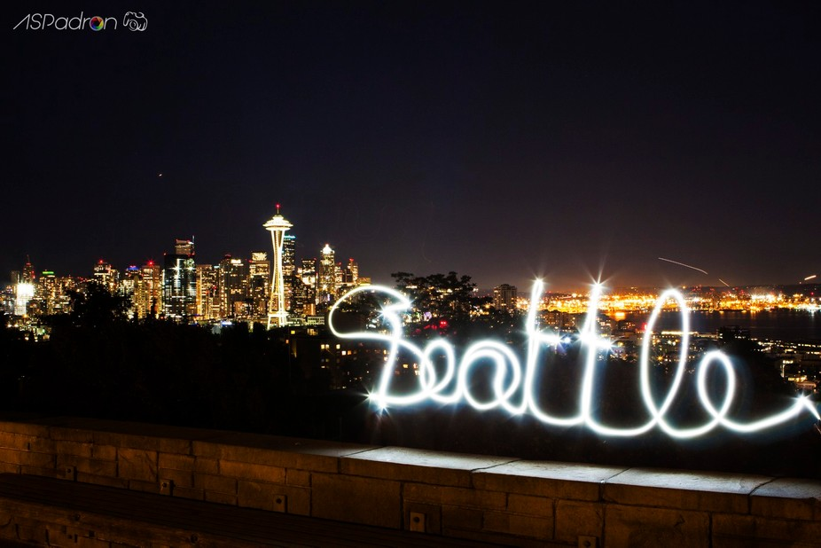 Light painting and Seattle Sky Line - Kerry Park