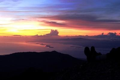 Sunrise From Mount Rinjani Summit!