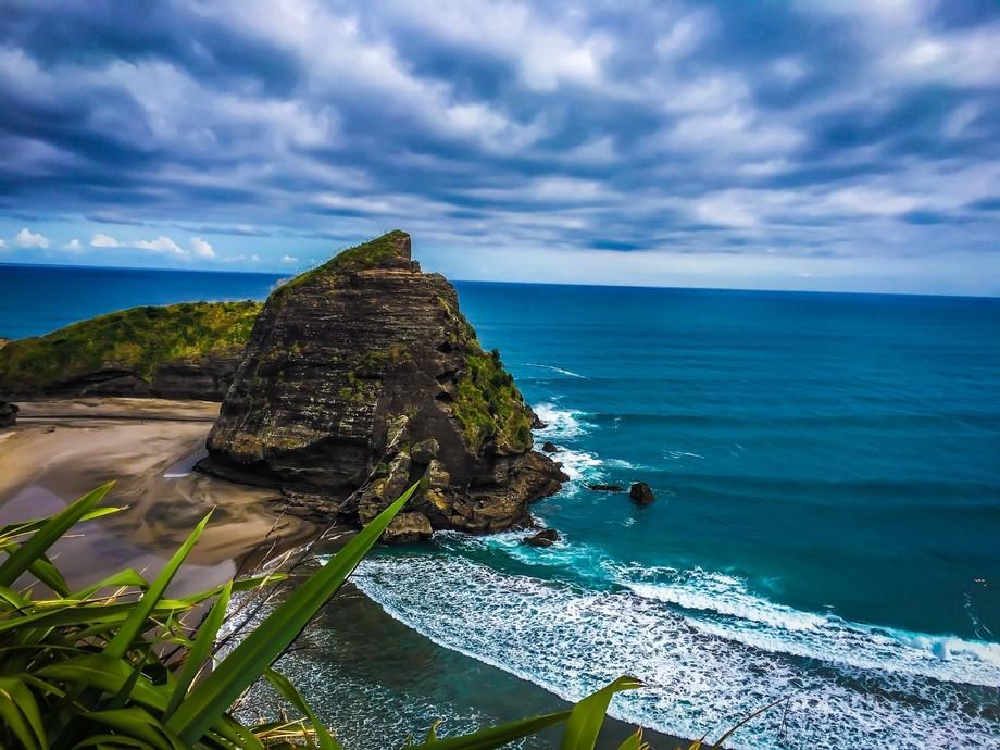 Overlook of Lion Rock and the Tasman Sea.
