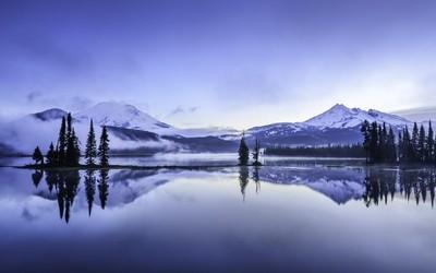 Sparks Lake Foggy Morning