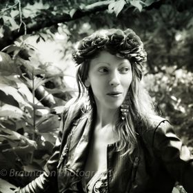 A Hollywood beauty fantasy, deep in the woods of northern California. Possibly. The photo of this model was taken at a wedding in a small grove o...