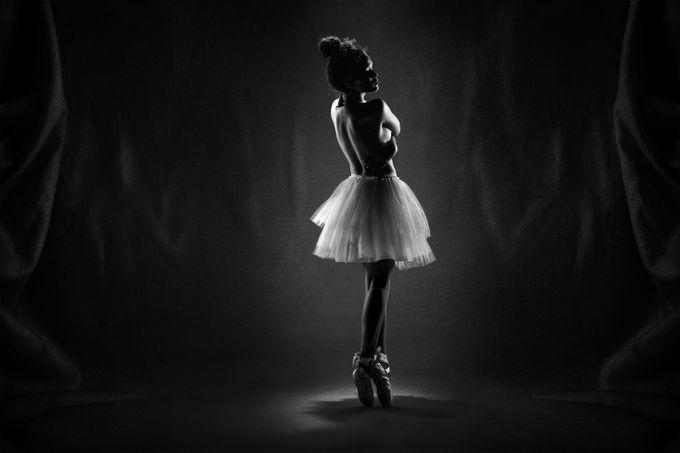 Le Ballerine a La Lumière by jacksoncarvalho - Lets Dance Photo Contest