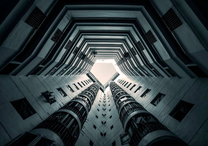 Claustrophobia! by GkCM - Composing with Diagonals Photo Contest