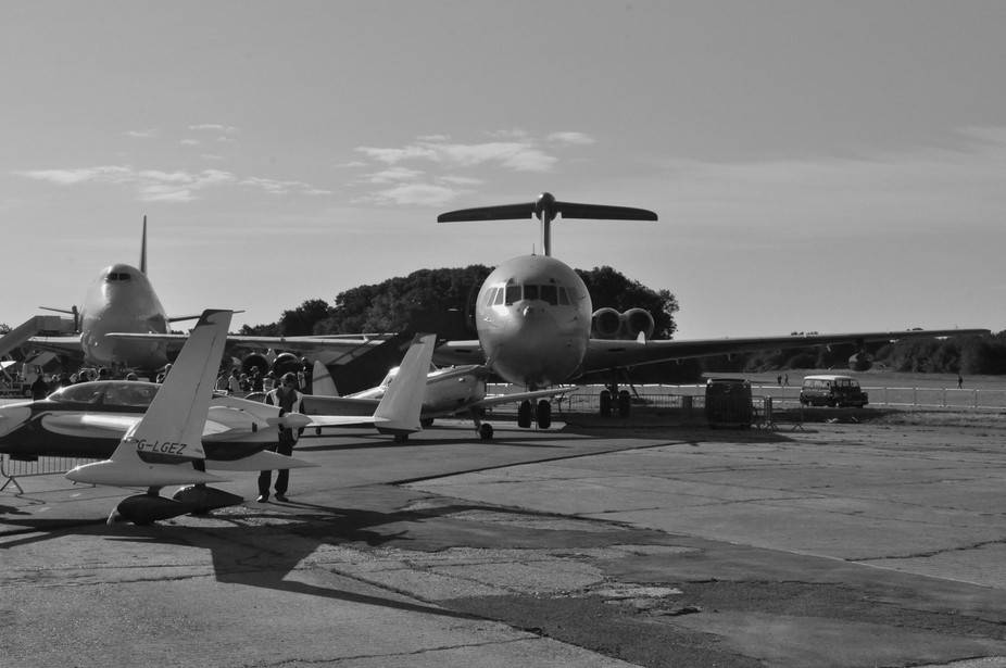 Vickers VC10 looking over other aircraft